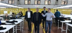 Tokat'ta tekstil sektöründe istihdam artıyor Tokat'ın Turhal ilçesinde 400 kişi istihdam etmekte olan tekstil fabrikasının iş yerini büyüterek 450 kişiye daha istihdam sağlayacağı kaydedildi
