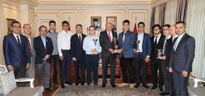 İstanbul Bilim Olimpiyatları Takımı'ndan Uysal'a ziyaret
