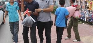 """Sokakta çalışan çocukların aileleri hakkında işlem Adana'da sokakta cam silen, satış yapan ve aynı zamanda dilenen 5 çocuğun anne ve babası hakkında """"aile hükümlülüğünü yerine getirmemekten"""" işlem başlatıldı"""