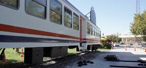 Atıl tren vagonu AVM'ye götürüldü Karayolundan tren geçti