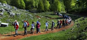 Kocaeli'nin doğayla iç içe olan Başiskele ilçesi turist akınına uğruyor Yemyeşil doğasıyla ünlü ilçe doğaseverlerden büyük ilgi görüyor Turizm ve termal merkez olma hedefindeki ilçe Eylül ayında 100 bin turisti ağırladı
