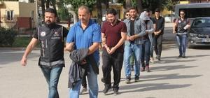 FETÖ operasyonunda gözaltına alınan 7 kişi adliyeye sevk edildi Adana'da FETÖ'den gözaltına alınan 3'ü eski askeri, 2'si eski polis öğrencisi, 2'si de polislik mesleğinden ihraç edilen 7 zanlı adliyeye sevk edildi