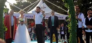Dünya şampiyonu önce 'Evet' dedi ardından ok attı Demir Elmaağaçlı şampiyona sahasında nikahını kıydı