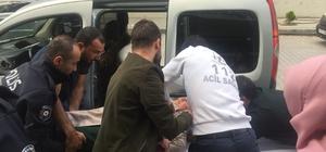 Kazada yaralanan yaşlı kadını hastaneye polis getirdi