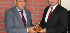 Aydın'da ayın şoförü ödülünü İş-Kur Müdürü'nün elinden aldı