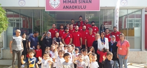 Efespor'dan miniklere ziyaret