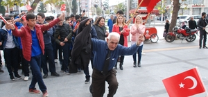 Davullu-zurnalı Cumhuriyet Bayramı kutlaması