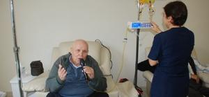 Kanser hastalarına 'Minik Kuş'tan terapi Tokat'ta onkoloji servisinde tedavi gören Minik Kuş lakaplı Nurettin Karademir, kanser tedavisi gören hastalara konserler düzenleyerek moral veriyor