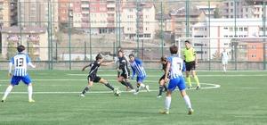 TFF Kadınlar 1. Lig: Hakkari Gücü: 1 - Beşiktaş: 1 Paşalar maçı halkın arasında izledi Emniyet müdürü taraftara seslendi Soğuk havaya rağmen kadın çocuk maça koştu