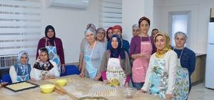 Ev hanımları ellerinin hamuruyla para kazanacak Ev hanımları için açılan Aşçılık ve ev yemekleri kursu büyük ilgi görüyor Kursta başarılı olanlar alacakları sertifika ile otel, lokanta ve yemek fabrikalarında işe girebilecek