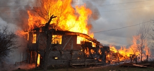 """(Özel) Kastamonu'da son dönemde artan yangınlara uzman önerisi Kastamonu Elektrik ve Elektronik Teknisyenleri Esnaf ve Sanatkarlar Odası Başkanı Yücel Yılmaz: """"Otomobiller gibi elektrik tesisatları da 5 yılda bir kontrol edilmeli"""""""