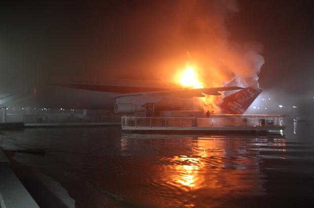 Uçak restoranda yangın Uçuş ömrünü tamamladıktan sonra Konya'ya getirilerek restoran olarak hizmet veren uçakta çıkan yangın itfaiye ekiplerinin müdahalesiyle söndürüldü