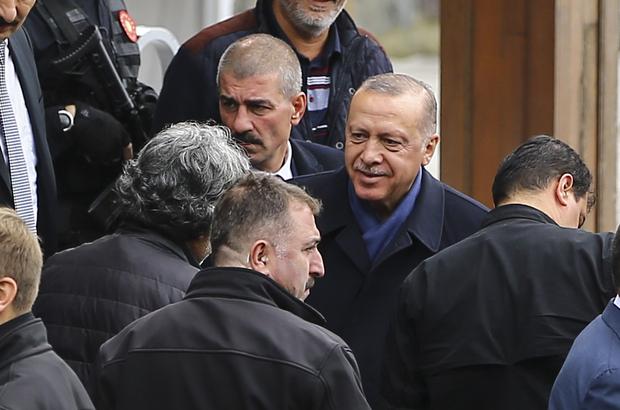 Erdoğan cuma namazını Kerem Aydınlar Camisi'nde kıldı