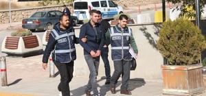 Yaşlıları ATM önünde dolandıran şüpheli bu kez tutuklandı Elazığ'da geçtiğimiz ay 2 kişiyi ATM önünde kendisini polis olarak tanıtıp dolandıran şüpheli serbest kalmasının ardından bu kezde aynı yöntemle yardım etme bahanesiyle 5 kişiyi dolandırdı Polisin düzenlediği operasyonda yakalanarak adliyeye sevk edilen şüpheli bu kez tutuklandı