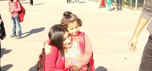 Suriyeli çocuklar 'Oyuncak Köprüsü' ile güldü