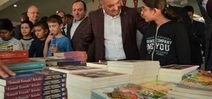 Vali Yazıcı Bigadiç kitap fuarına katıldı Vali Yazıcı, Kitap, sığınabileceğimiz en güvenli limandır