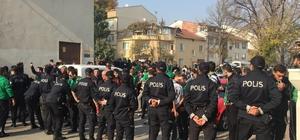 Fotokopi biletlerle maça girişe polis müdahale etti İnegölspor - Sakaryaspor maçı öncesi taraftarlarla polis arasında gerginlik