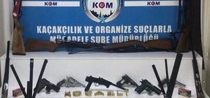 Kocaeli'de baskın yapılan evden cephane çıktı: Kaçak silah ticareti yapan şahsın evinden onlarca silah ve tüfek ele geçirildi