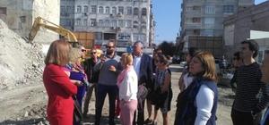 Avrupalı öğretmenler Kent Meydanı inşaatını gezdi