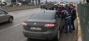 D 100'de seyir halinde olan otomobile ateş açıldı: 1 yaralı