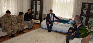 Kaymakam Alibeyoğlu'ndan şehit babasına ziyaret