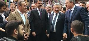 Bakan Kurum, sokak müzisyenleriyle türkü söyledi