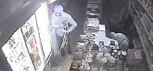 Markette ne varsa çaldılar Adana'da levye ile kilidini kırdıkları marketten para, deterjan ve gıda malzemesi çalan 4 kişi tutuklandı Hırsızlık anı iş yerinin güvenlik kamerası tarafından görüntülendi