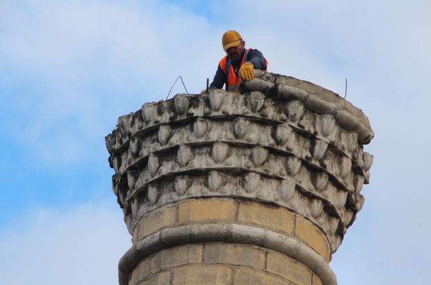 Bilecik'te 47 yıllık cami risk nedeniyle yıkılıyor Caminin ilk olarak minaresi yıkılıyor Yıkım işini yapan firma sahibi Hilmi Cömert: