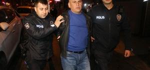 Asayiş uygulamasında direnen bir kişi polisi yaraladı Adana'da asayiş uygulamasında bir kişi mukavemet göstererek polisi elinden yaralarken barı'ın havalandırma mazgalında pompalı tüfek ele geçirildi