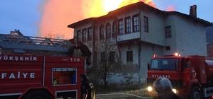 Taraklı'da 3 ev tamamen yandı