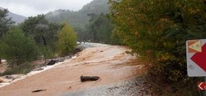 Köyceğiz'de yolları su bastı