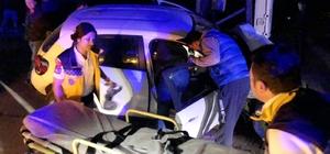 Milas'ta kontrolden çıkan araç trafoya çarptı; 3 yaralı