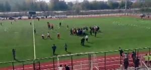 Amatör maçta kavga çıktı, 11 futbolcu kırmızı kart gördü Yumruk yumruğa çıkan kavga maçı tatil ettirdi