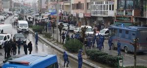 1 kişinin öldüğü silahlı çatışmayla ilgili tutuklu bulunan 2 sanığa olay yerinde tatbikat yaptırıldı Olayın keşfi için cadde trafiğe kapatıldı Sanıklara sözlü sataşan 1 kişi gözaltına alındı