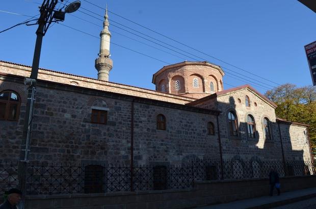 Trabzon'da restorasyonu tamamlanan Ortahisar Büyük Fatih Camii ibadete açıldı Tarihi eserlerin onarımı çalışmaları kapsamında en pahalı restorasyon çalışması arasında  ilk sırayı alan Ortahisar Fatih Camii, 1 yıl gecikmeyle ibadete açıldı