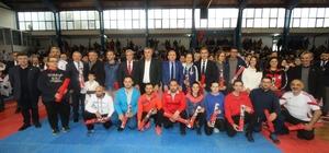 403 sporcu Öğretmenler Günü Karate Turnuvasında mücadele etti
