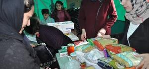 Kendileri küçük yürekleri büyük İlkokul öğrencileri 150 Afgan mülteciye yetecek yiyecek ve giyecek malzemesi topladı