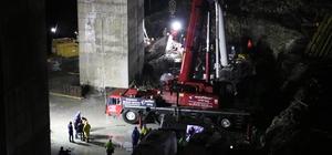 Beton blok altında kalan işçilerden 1'nin daha cansız bedenine ulaşıldı Göçük altında kalan diğer işçinin arama çalışmaları devam ediyor