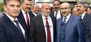 """Vali Demirtaş muhtarlarla buluştu Adana Valisi Mahmut Demirtaş: """"Ceyhan Enerji İhtisas Bölgesinin kamulaştırma çalışmalarında son aşamaya gelindi"""" """"Adana ile uyuşturucu kelimesini yan yana gelmeyecek şekilde, kökünü kazırcasına çalışmalarımızı güvenlik kuvvetlerimizle birlikte sürdürüyoruz"""" """"Mahallelerinizde teröre bulaşan ya da terör propagandası yapan şahıslar varsa, o şahısları mutlaka polisimize, jandarmamıza bildiriniz"""""""