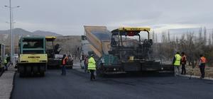 Başkan Çelik, şehir merkezi ve ilçelerde hız kesmeyen asfalt çalışmalarını yerinde takip etmeye devam ediyor