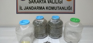 Narkotik köpeği rüzgar zulalanmış uyuşturucuları buldu; 3 gözaltı Jandarma ekipleri 5 kilogram 258 gram kubar esrar ele geçirdi