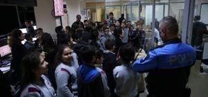 Öğrenciler KGYS binasında