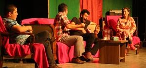 Erdemli Belediyesi Şehir Tiyatrosu gösterime devam ediyor