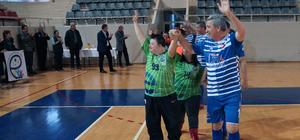 Down sendromlu gençler farkındalık için maça çıktı