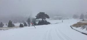 Burdur'a mevsimin ilk karı yağdı Birçok ilçe beyaza bürünürken, Salda Kayak Merkezinde kar kalınlığı 20 santimetreye ulaştı