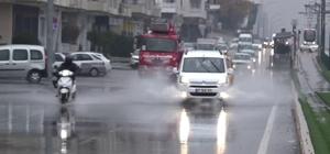 Gaziantep'te sağanak yağış etkili oluyor Kent merkezinde cadde ve sokaklar göle döndü