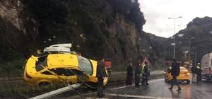 Kaza yapan taksi yoldan kaldırılırken, 3 araç birbirine girdi