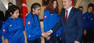 Yüksekova Belediyespordan Vali Akbıyık'a ziyaret