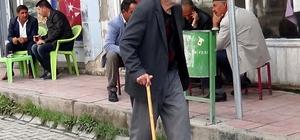 Asırlık çınarın aşıklık geleneği 105 yaşındaki Abdulcelil Avlar, aşıklık geleneğini ilerleyen yaşına rağmen sürdürüyor