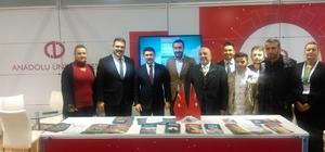 Cumhurbaşkanlığı Özel Kalem Müdürü Hasan Doğan, Anadolu Üniversitesi standını ziyaret etti